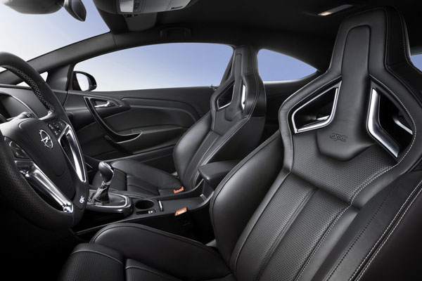 Opel Astra OPC 2012 interior