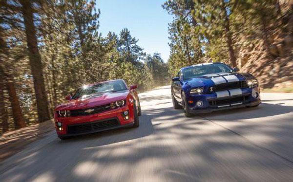 Chris Harris prueba Mustang GT500 y Camaro ZL1