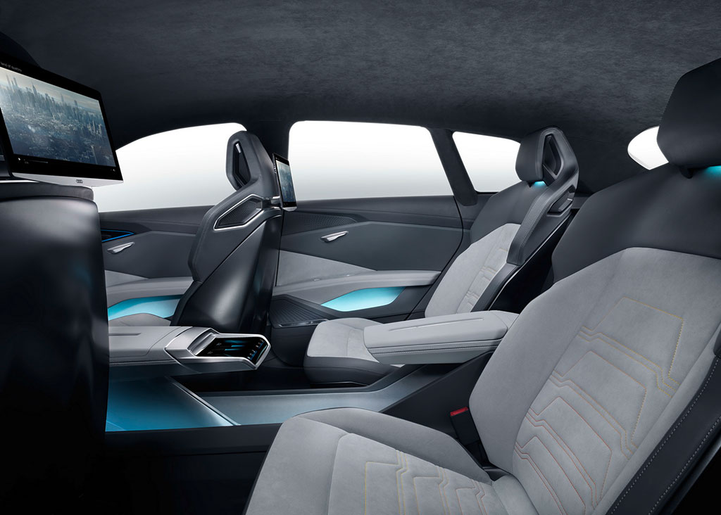 Audi H Tron Quattro Concept interior