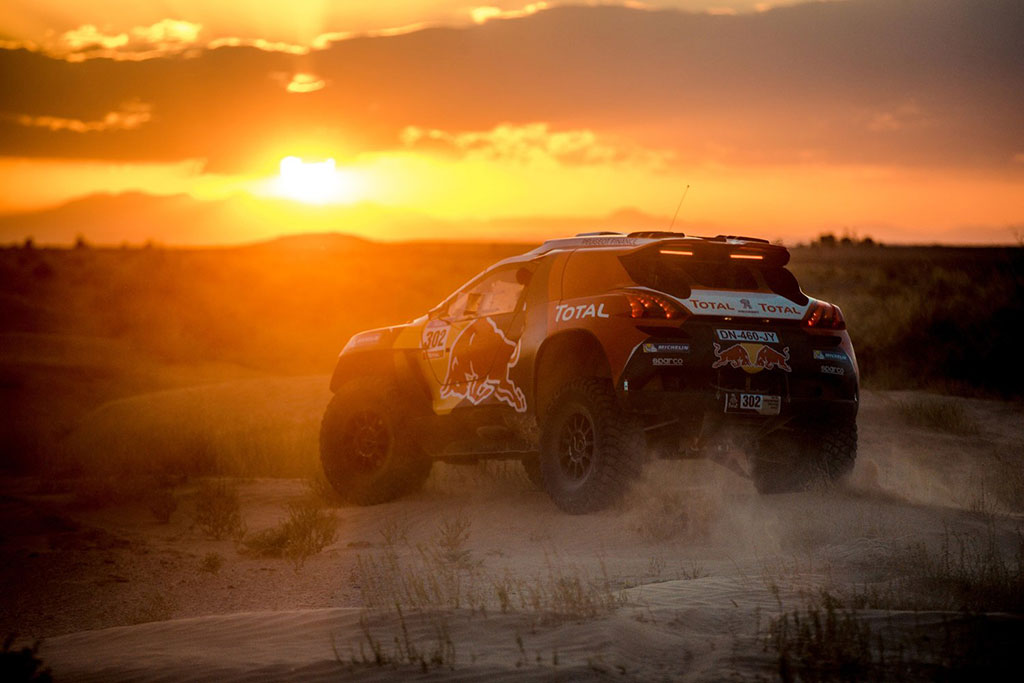 rally Dakar 2016, equipo peugeot red bull pilotado por Stephane Peterhansel
